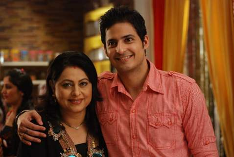 Karthik with his mother in Bade Acche Laggte Hai