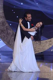 Dharamji shakes a leg with Dipika Samson  on India's Got Talent 3 Grand Finale