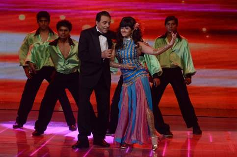 Dharamji shakes a leg with Rashmi Desai on India's Got Talent 3 Grand Finale