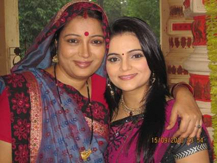 Samta Sagar with Priyanka Mishra on last day shoot of Chhoti Bahu