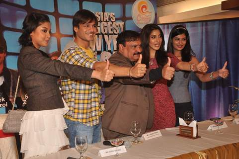 Vivek Oberoi, Tanushree, Sayali and Sophie at the announcement of Country Club's New Year 2012 Press