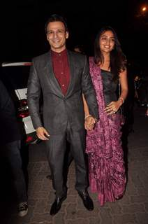 Vivek Oberoi with wife at Sanjay Dutt's bash for Agneepath