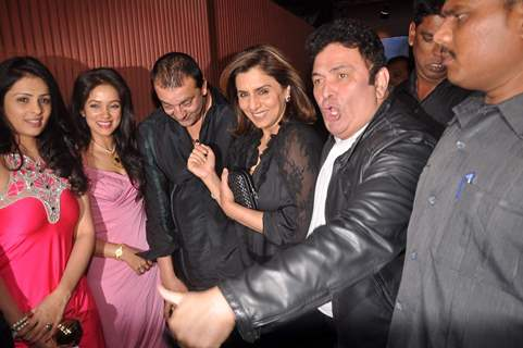 Rishi Kapoor and Neetu Singh at Sanjay dutt's bash for agneepath.