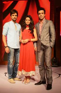 Raqesh Vashihst, Aamna Sharif and Aamir Ali in Hongey Judaa Na Hum
