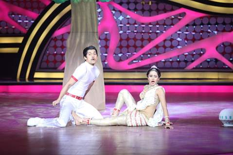 Ravi Dubey and Sargun Mehta during their performance on Nach Baliye 5