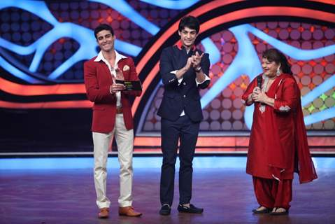 Saroj Khan along with Karan Wahi and Gautam Rode on Nach Baliye 5