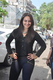Sonakshi Sinha at R.Rajkumar promotions