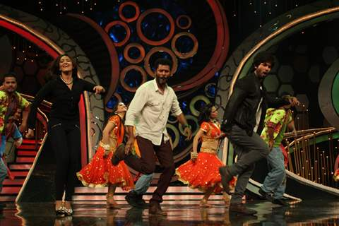 Prabhu Deva, Sonakshi and Shahid perform during R.Rajkumar promotions