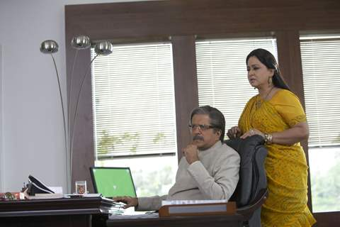 Darshan Jariwala and Shoma Anand looking tensed