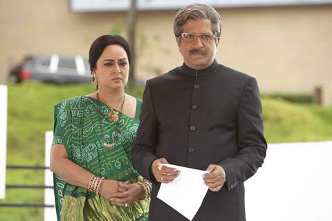 Darshan Jariwala and Shoma Anand looking angry