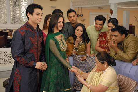 Nandini showing Mehandi to Baa