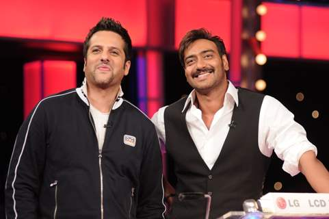Ajay Devgan and Fardeen Khan playing 10 Ka Dum