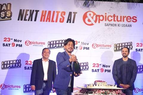 Shahrukh Khan opens a champaign bottle at the Success Party of Chennai Express