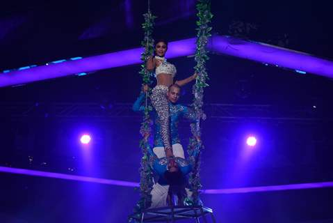 Shilpa Shetty in an aerial act on Nach Baliye Season 6 Grand Finale