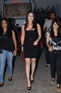 Sunny Leone promotes Ragini MMS 2 on Zee TV's Fear Files