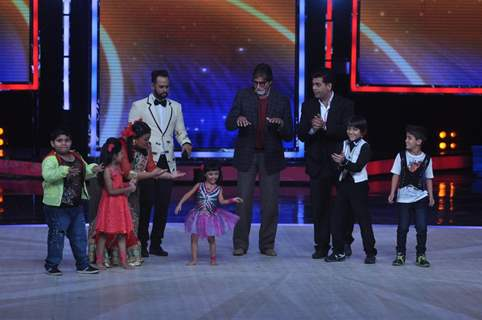 Amitabh Bachchan performs on India's Got Talent Season 5