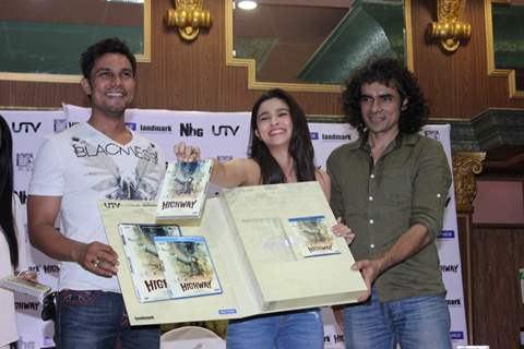 Randeep, Alia and Imtiaz at the Highway DVD launch