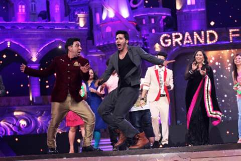 Ahmed Khan and Varun Dhawan performing at the Grand Finale of DID L'il Masters Season 3