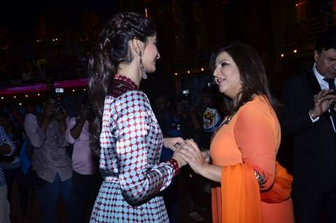 Sonam Kapoor was seen talking with Farah Khan