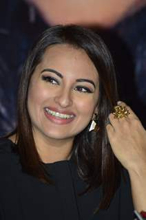 Sonakshi Sinha snapped on the Sets of KBC 8