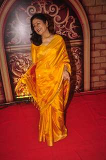 Aroona Irani poses for the media at Zee Rishtey Awards