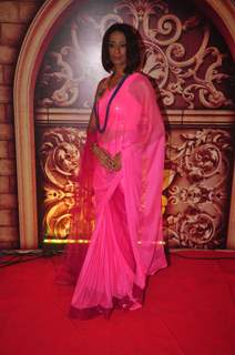 Achint Kaur poses for the media at Zee Rishtey Awards