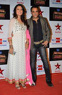 Yash Tonk poses with wife Gauri at Big Star Entertainment Awards 2014