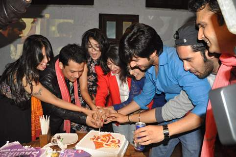 The cast of Veera cut the cake along with Yash Patnaik