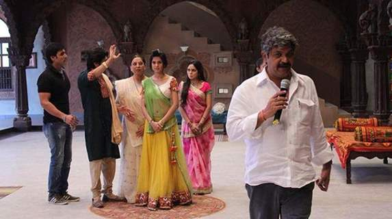 Jennifer Winget and the other cast of Saraswatichandra