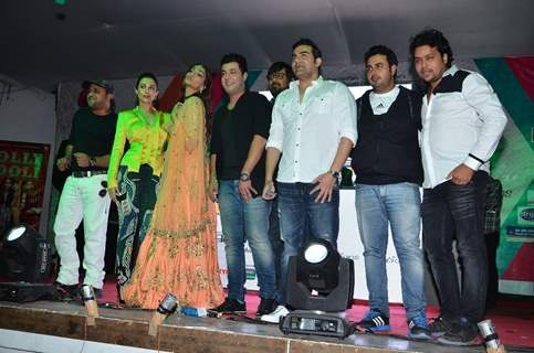 Team poses for the media at the Music Launch of Dolly Ki Doli