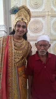 Saurabh Raaj Jain with 'kaka' senior lightman of Tv industry