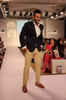 Irfan Pathan walks the ramp for Killer Easies at the Lakme Fashion Week 2015 Day 2