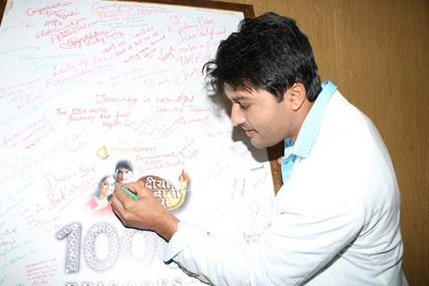 Anas Rashid signs a board at the Celebration of Diya Aur Baati Hum's 1000 Episodes Completion