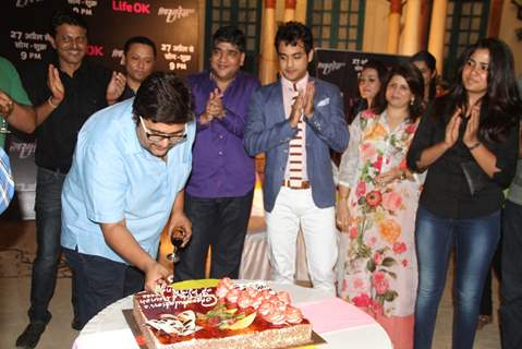 The Entire Cast Cut the Cake at Launch of New Show Piya Rangrezz by Life Ok