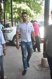 Abhinav Shukla Attends Sudha Shuvpuri Prayer Meet