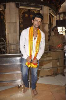 Kushal Tandon Snapped at Siddhivinayak