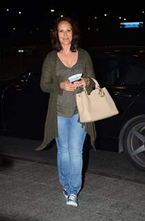 Ayesha Shroff Leave for IIFA 2015
