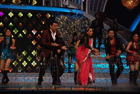 Karisma Kapoor and Govinda Shakes a Leg at ZEE DID Grand Finale