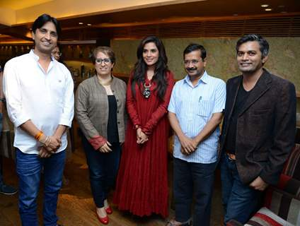 Delhi Cheif Minister Arvind Kejriwal With the Cast of Masaan for Screening
