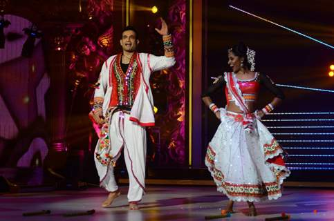 Irfan Pathan performing on Jhalak Dikhla Jaa 8