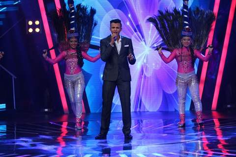 First Indian Idol Winner Abhijeet Sawant Performs at Celebration of Indian Idol 10 Years Journey