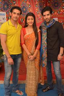 Kinshuk Mahajan, Hiba Nawab and Rafi Malik on the Sets of Tere Sheher Mein