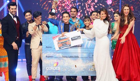 Faisal Khan and Vaishanvi Winning Moment With Contestants and Judges