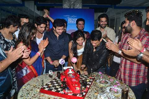 Cast of Sadda Haq  Celebrates Completion of 500 Episodes