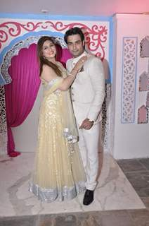 Vivian and Vahbbiz Dsena at Sachin Joshi's Diwali Bash