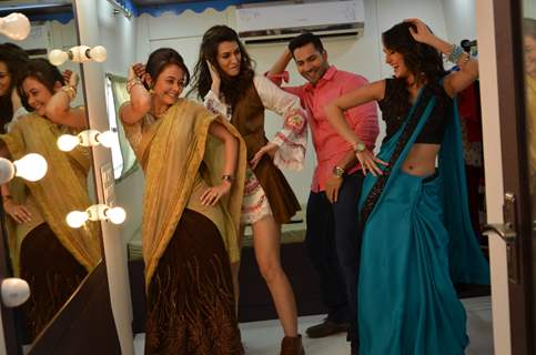 Varun - Kriti Shakes a Leg with Gopi and Meera of Saath Nibhana Saathiya During Promotions