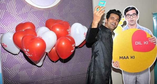 Anuj Sachdeva Takes a Selfie with a Cutout at Special Screening of 'Love Shagun'
