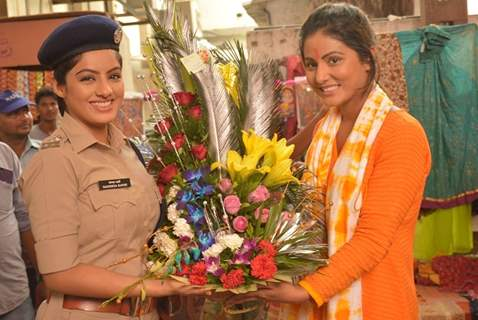 Deepika Singh with Hina Khan comes together to nab trafficking group