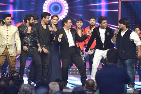 Govinda shakes a leg with the Singers at Mirchi Music Awards 2016