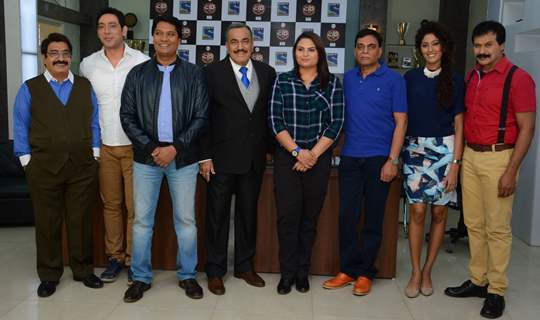 CID team posing with the Winners of 'Shaatir Lekhak' Contest